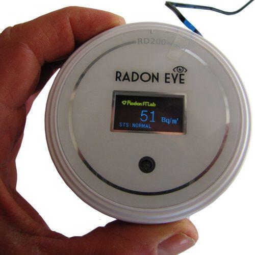 Radon Messgerät mieten, Draufsicht mit Display